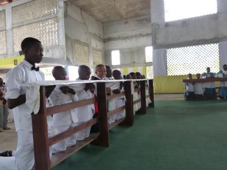 Premi res communions jma jeunes missionaires en afrique for Mangeoire synonyme